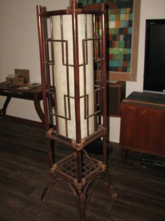 Photo VINTAGE Mid Century Modern RATTAN and Rice Paper FLOOR L - $150 (Ventura)