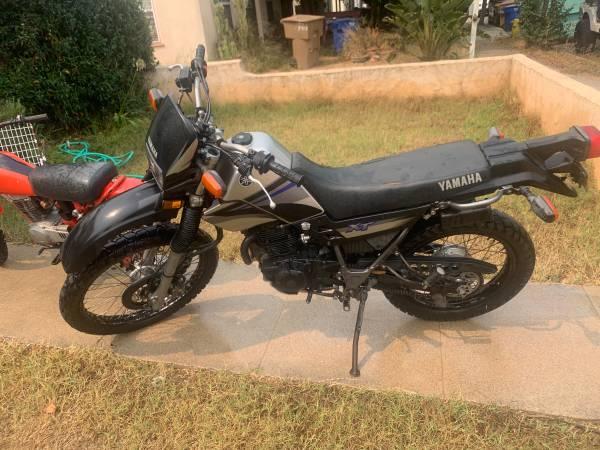 Photo Yamaha 2006 xt225 enduro dual sport dirt bike titled and registered street legal - $2,900 (Ventura)
