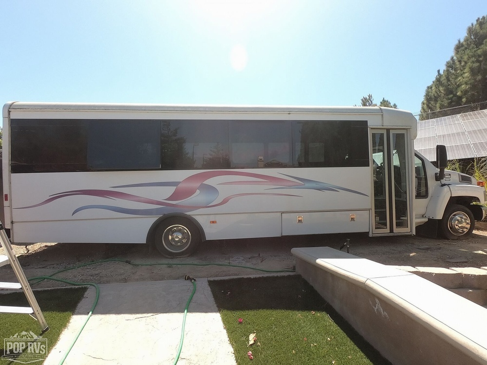 Photo 2005 Forest River Glaval Bus Mobile Nail Salon $ 35000  Make an Offer