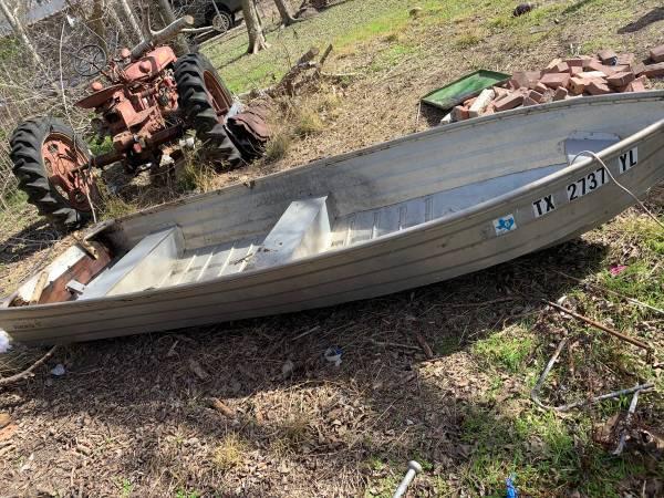 Photo 12 ft aluminum v bottom - $450 (Goliad)