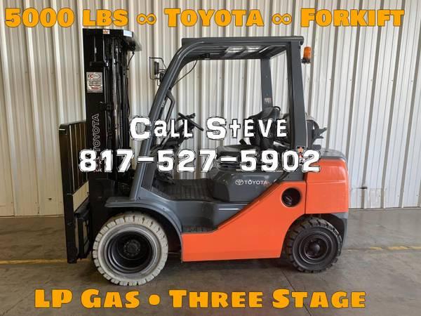 Photo 2015 Toyota Forklift Pneumatic Tire 4 Wheel Sit Down Three Stage (San Antonio)