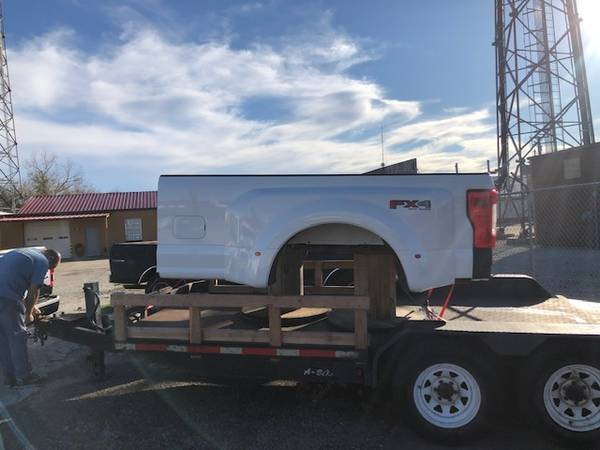Photo 2017 F350 Dually Bed - $2000