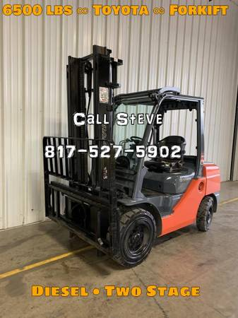 Photo 2017 Toyota Forklift Two Stage Pneumatic Tire 4 Wheel Sit Down (Houston)