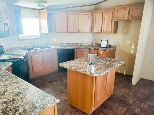 Photo 3 bed 2 bath mobile home for sale in Victoria, ready for delivery (Used)