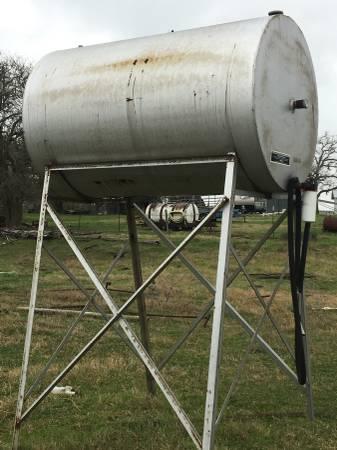 Photo 500 gallon fuel tank - $675 (Victoria)
