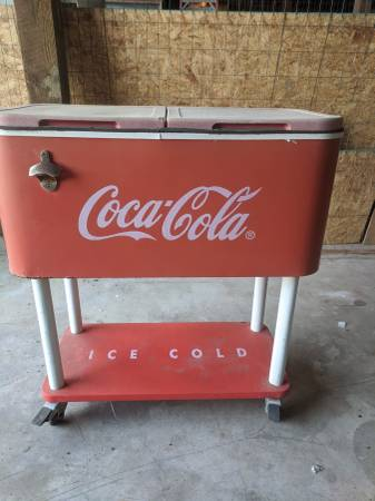 Photo Coca cola cooler - $60 (Port O39Connor)