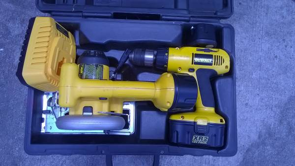 Photo DeWalt XR2 18 Volt Drill, Saw, Case 2 Dead Batteries - $40 (Manor, Tx- 290E Briarcreek Sub)
