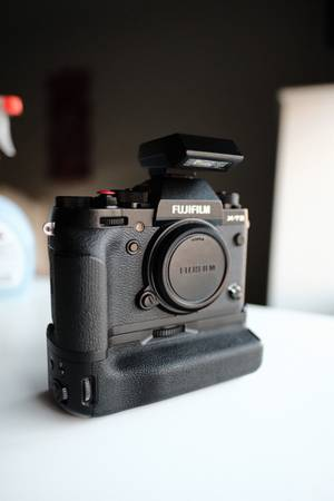 Photo Fujifilm XT-2 camera body - $600 (Houston)