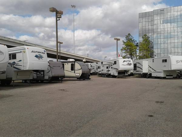 Photo IN HOUSE RV FINANCE AND WE TAKE YOUR OLD ONE IN TRADE - $2000 (HOUSTON, TX)