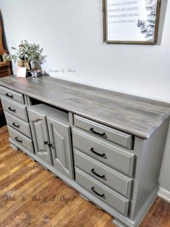 Photo Kincaid solid wood hand painted dresser TV stand buffet credenza (Loop 410 and Nacogdoches)