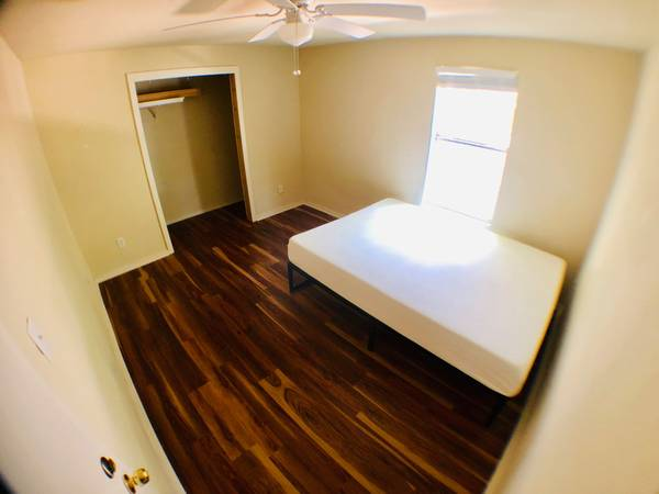 Photo Room for rent, month to month, all bills paid. Govalle. (Austin)