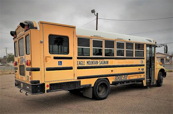 Photo SCHOOL BUS (wheelchair Lift) - $6500 (Eagle Pass)
