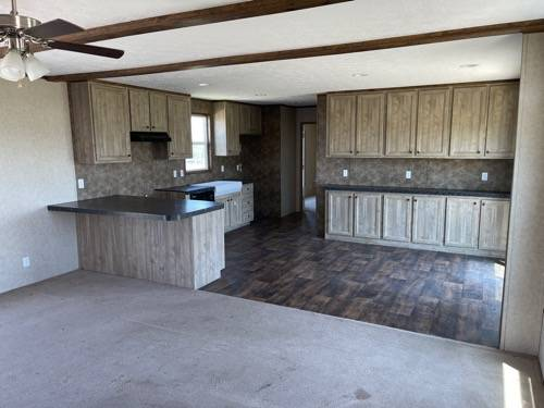 Photo USED 2018 4 BED 2 BATH MOBILE HOME 18 X 80 TO BE MOVED TO YOUR LAND (VICTORIA)