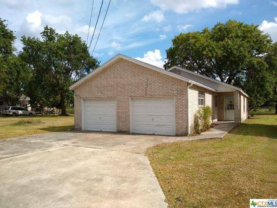 Photo Wonderful fixer upper or handyman special that would make a great inve