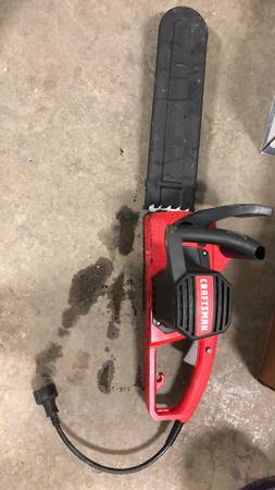 Photo CRAFTSMAN 8-Amp 14-in Corded Electric Chainsaw - $30 (Visalia)