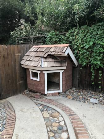 Photo Custom Dog House for LargeMedium Dog - $175 (Visalia)