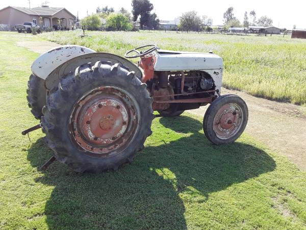 Photo Ford tractor - $1000 (Porterville)