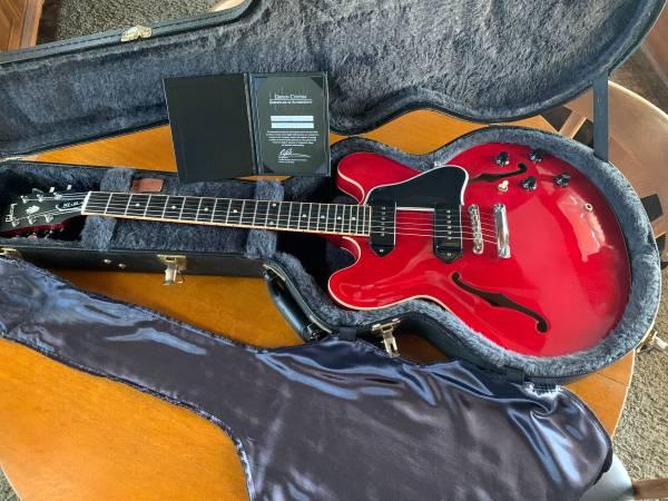 Photo Gibson ES-335 - $2,500 (Visalia)