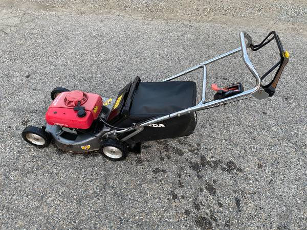 Photo Honda Commercial HRC216 Lawn Mower - $140 (Exeter)