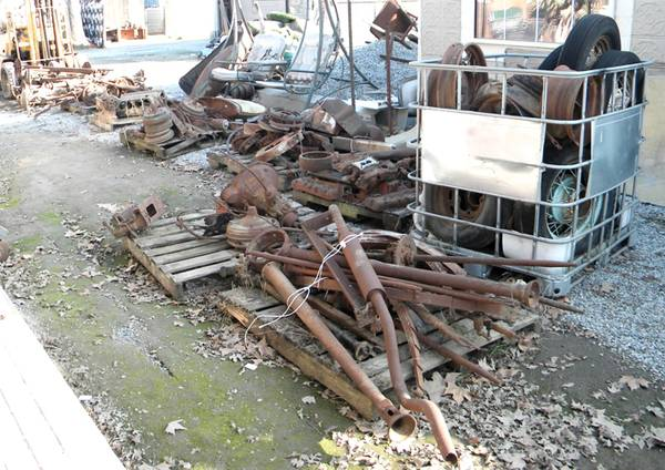 Photo LARGE LOT (9 PALLETS) OF VINTAGE USED FORD MODEL A PARTS - $1,250 (Visalia)