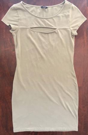 Photo Womens Guess Brand Size 6 Sage Color Short Medium Dress - $15 (Visalia)