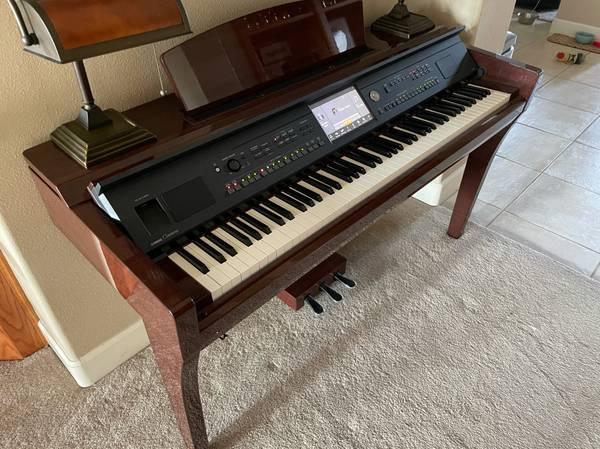 Photo Yamaha Clavinova CVP-609 (electric piano) - $3,000 (Exeter)