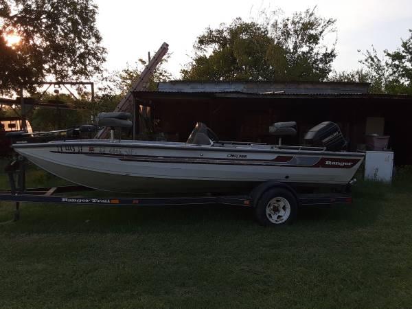 Photo 1739 Ranger boat with 75 HP Mercury - $3,650 (Mart)