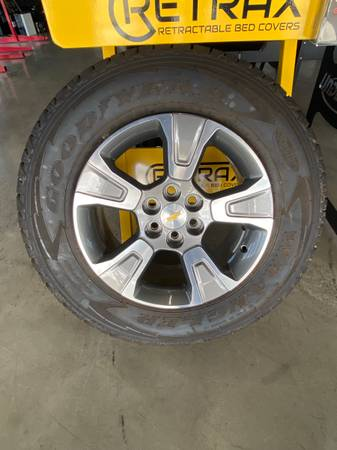 Photo 17 inch Chevrolet chevy rims and tires - $550 (Hewitt)