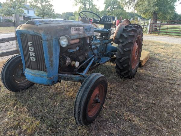Photo 1961 FORD 200 TRACTOR - $4,950