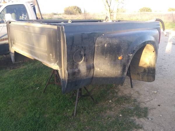 Photo 2010 ford f350 dually bed and lots of goodies - $400 (Mcgregor)
