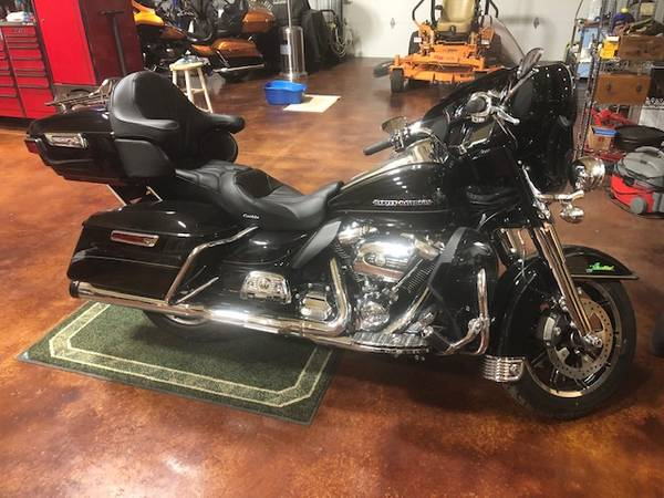 Photo 2017 Harley Ultra Classic Limited - $19,995 (Axtell)