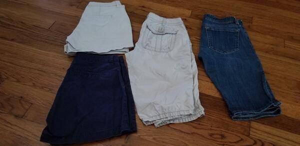 Photo 4 pairs Women39s shorts size 0 (Old Navy, The Limited) - $30 (Haltom City)