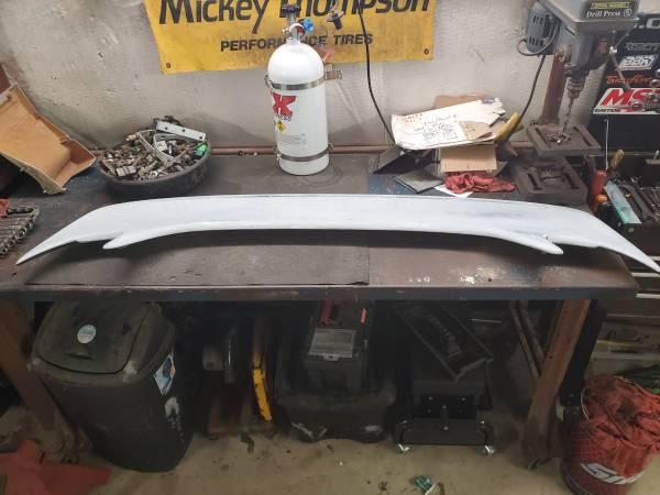 Photo 94-98 mustang saleen wing - $100 (Meridian)