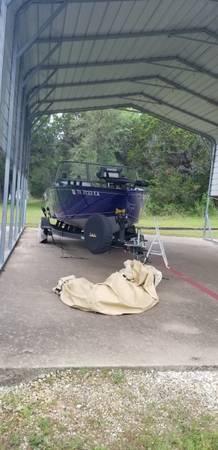 Photo Blue 2018 TRACKER Pro Guide V-175 WT - $28,000 (Waco)