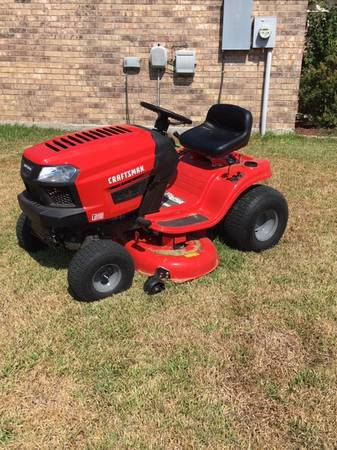 Photo CRAFTSMAN T110 17.5-HP 42-in Riding Lawn Mower - $1000 (Riesel Texas)