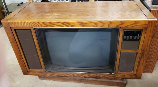 Photo Old Vintage Zenith Console TV - $20 (West)