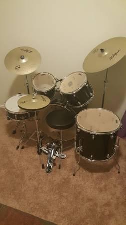 Photo SPL and Zulegen drum set hardly used - $450 (Hewitt)
