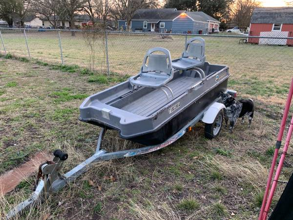 Photo Small bass boat - $500 (Milford)