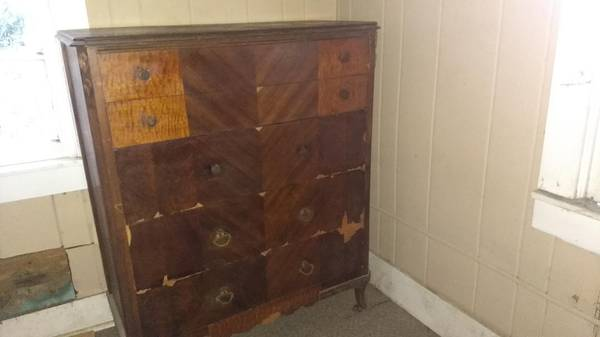 Photo Vintage (or older) Chest of Drawers United Furniture Red Rock TX - $30 (Hubbard)