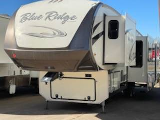 Photo bad creditall credit approved buy here pay here RV dealer (2018 Blue Ridge)