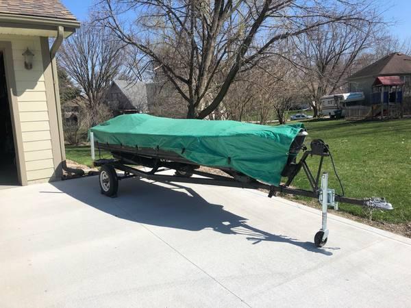 Photo 14 foot v-hull boat - $1,000 (Norwalk)