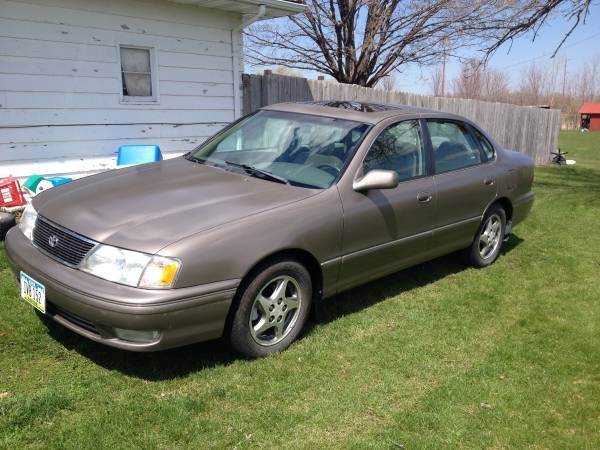 Photo 1998 Toyota Avalon - $2,700 (Waterloo, IA)