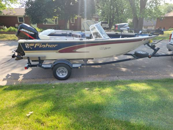 Photo 2000 Fisher Fishing Boat - $11,900 (Dubuque)