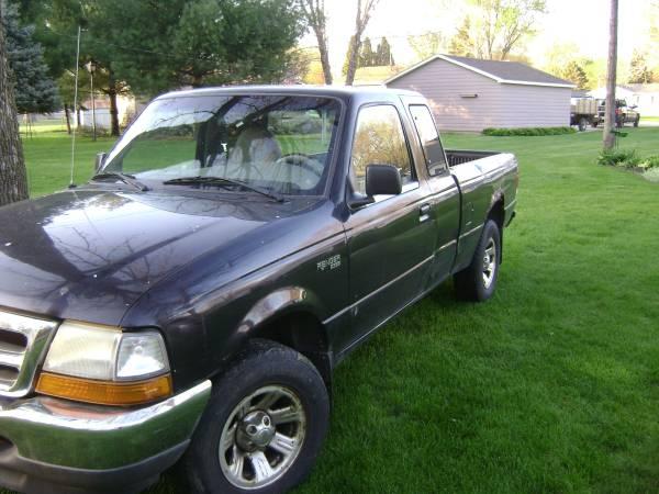 Photo 2000 ford ranger xlt 4L -2 wheel drive - $2,400 (waterloo)
