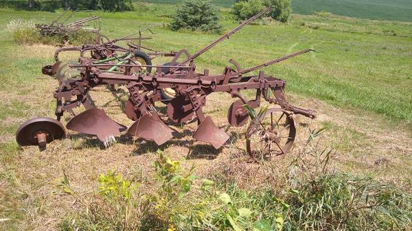 Photo 8 John Deere Plows For Sale (Prague, NE)