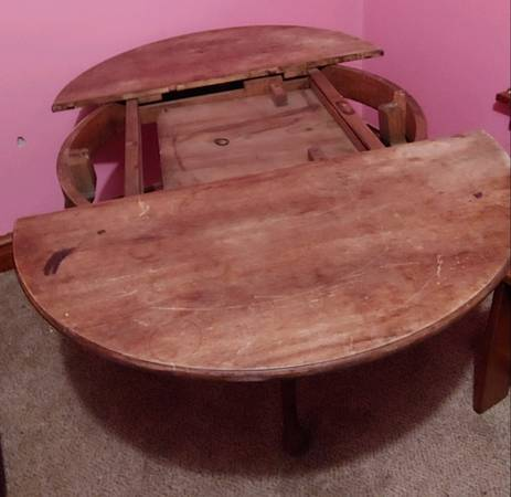Photo Antique Solid Oak Kitchen  Dining Room Table wLeaves Round and Oval - $100 (Hawkeye)