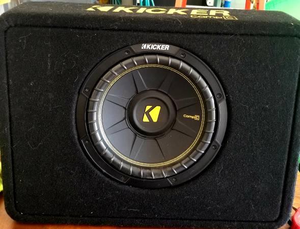 Photo Car Audio 10quot Kicker Comp C subwoofer and box - $125 (Des Moines)