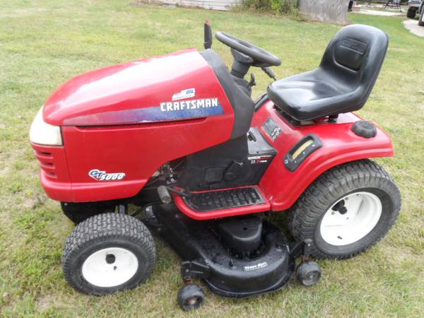 Photo Craftsman GT5000 lawn tractor - $650 (Iowa Falls)