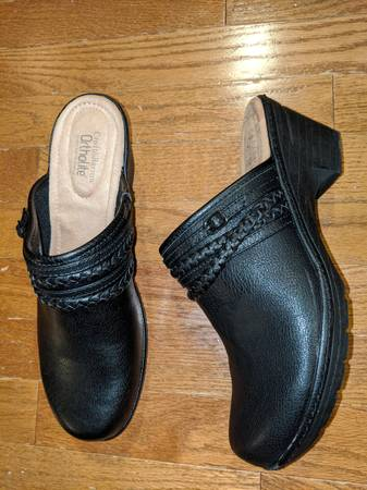 Photo Croft and Barrow ortholite womens size 11 black shoes brand new - $25 (Cedar Falls)