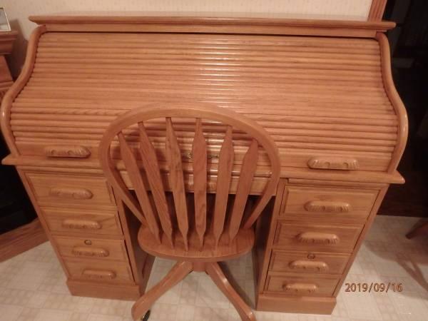 Photo Golden Oak Roll Top Desk  Swivel Chair - $325 (Waverly)